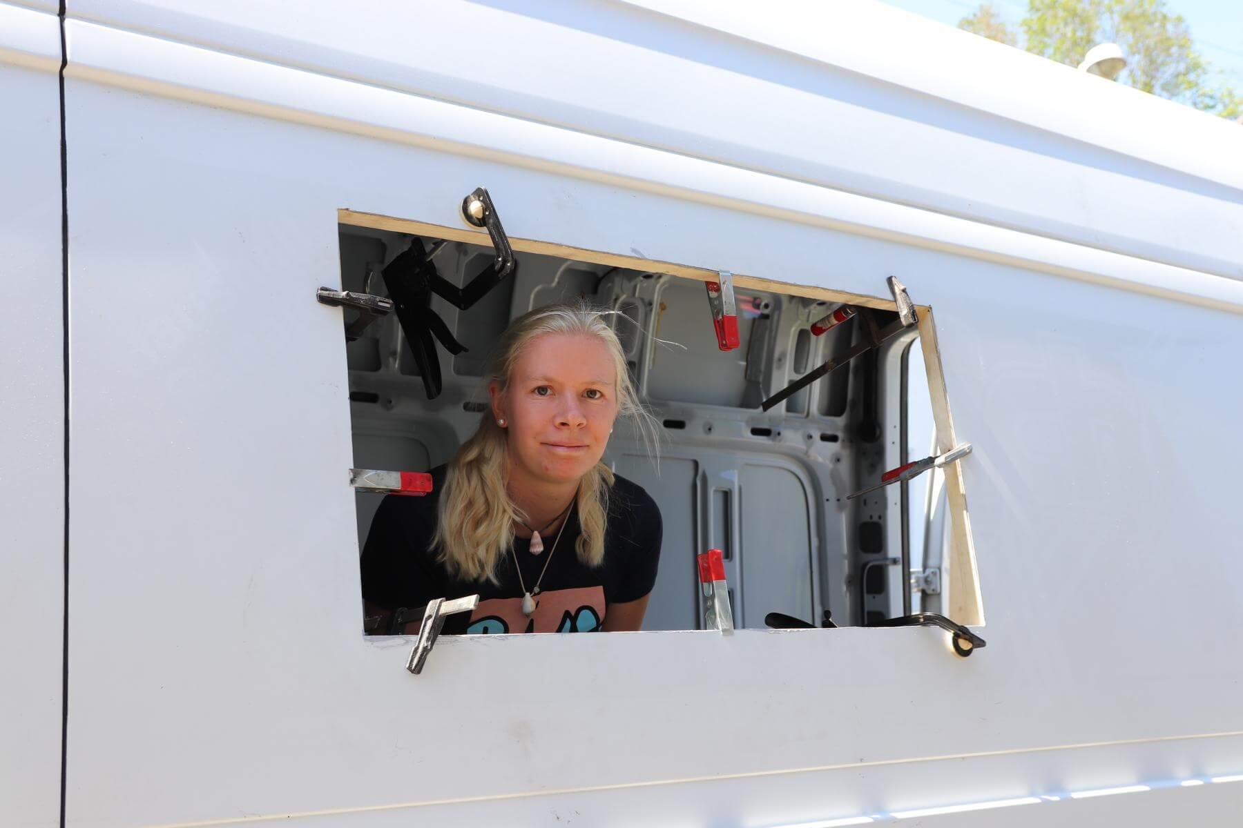 Fenster einbauen beim Wohnmobil  Kastenwagen Selbstausbau