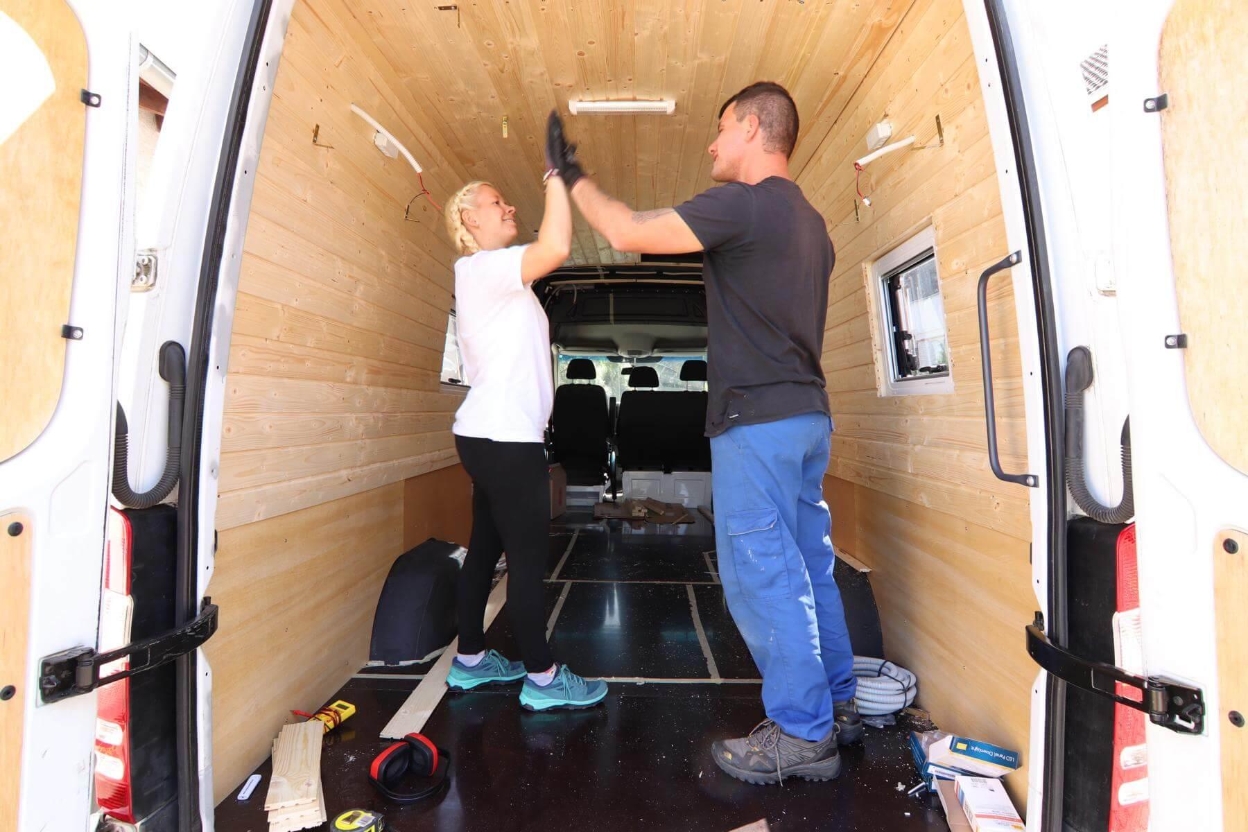 Wandverkleidung beim Wohnmobil  Kastenwagen Ausbau • Abenteuer